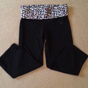 Women's activewear capris by Pink VS